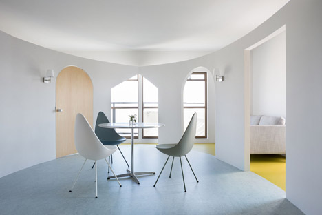 MAMM Design adds curved walls and different-shaped doorways to a Japanese apartment
