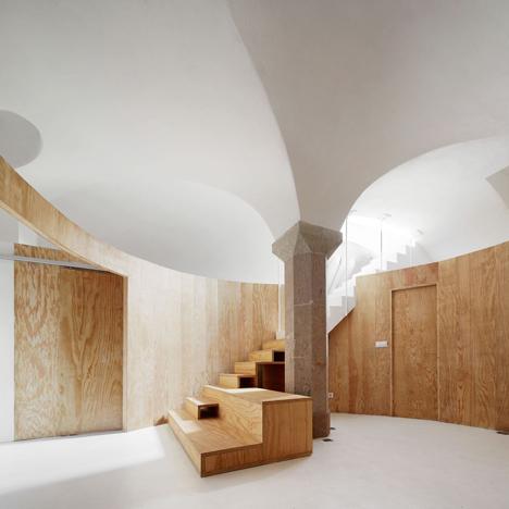 Apartment Tibbaut by Raul Sanchez