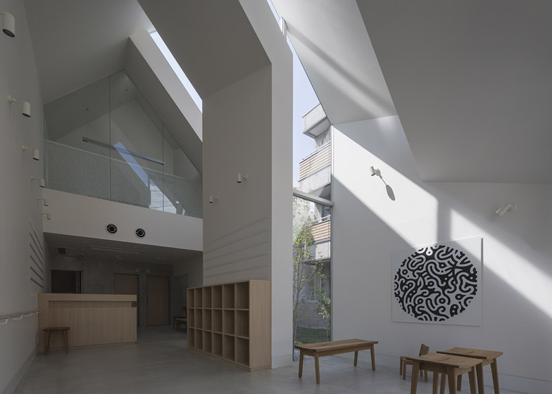 Asahicho Clinic by hkl studio