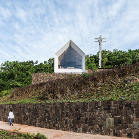 Small chapel by Estudio Cella stands alone in the heart of an Argentinian forest
