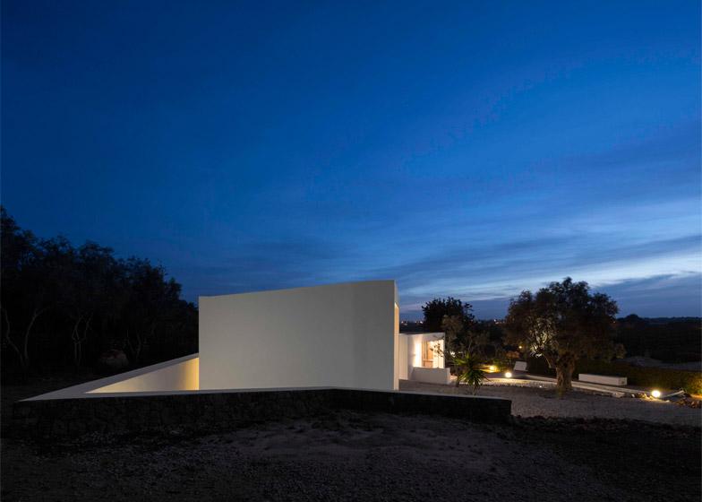Casa Vale de Margem by Ultramarino Marlene Uldschmidt Architects