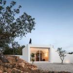Walkway extends over rooftop of Algarve farmhouse extension by Marlene Uldschmidt