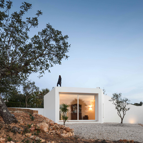 Walkway extends over rooftop of Algarve farmhouse extension by Marlene Uldschmidt