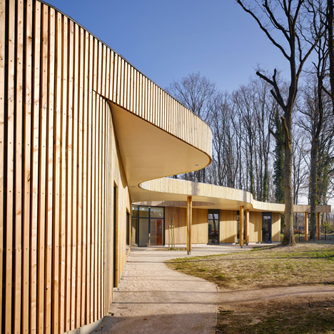 MU Architecture and Archicop's French school winds around trees with a wiggly roof