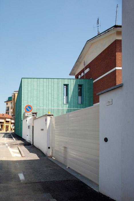Expansion-of-the-Carabinieri-Station-in-Saluzzo-by-Maurizio-Bradaschia_dezeen_468_3