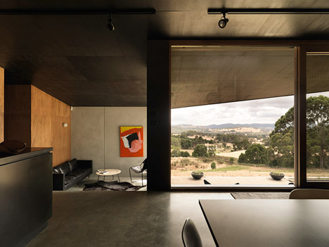 House-at-Hanging-Rock-by-Kerstin-Thompson-Architects_dezeen_468_2