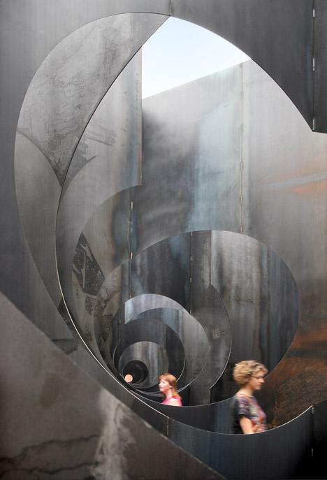 Labyrint-by-Gijs-Van-Vaerenbergh_dezeen_468_17