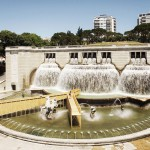 Marcelo Dantas installs temporary walkway over Lisbon's Fonte Luminosa fountain