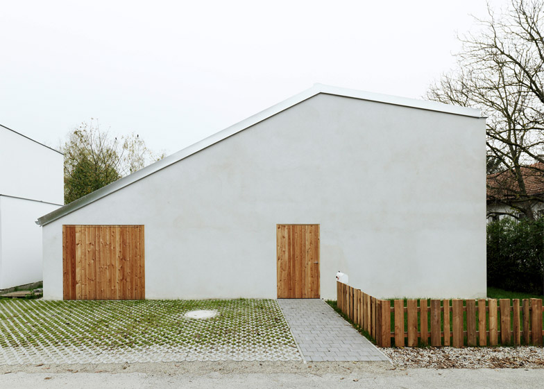 Low Budget brick house by Triendl und Fessler Architekten