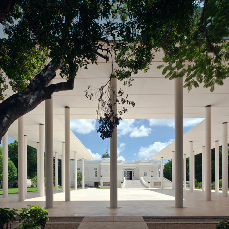 White concrete pavilion by Materia Arquitectonica creates an outdoor events space for historic house