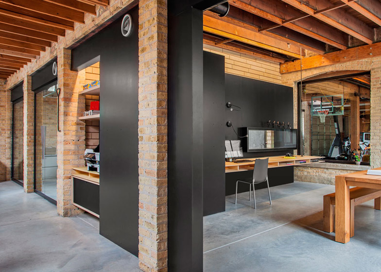 Chicago Office By Vladimir Radutny Has A Glass Walled Garage