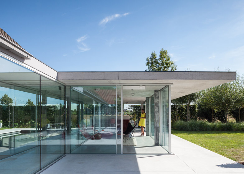 Poolhouse by Lieven Dejaeghere