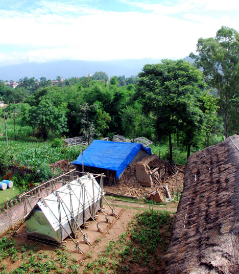 Temporary shelter for Nepal earthquake victims by Charles Lai and Takehiko Suzuki