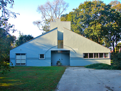 Vanna Venturi House by Robert Venturi and Denise Scott Brown_dezeen_468