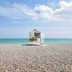 ECE Architecture installs a mirrored beach hut on the English coast