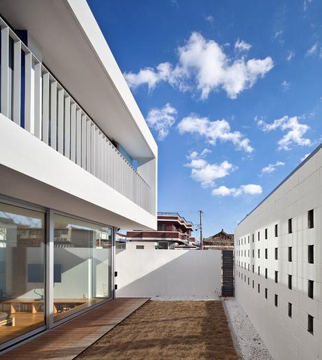 bb-172M2-compact-House-Seondong-dong-House-by-JMY_dezeen_468_10