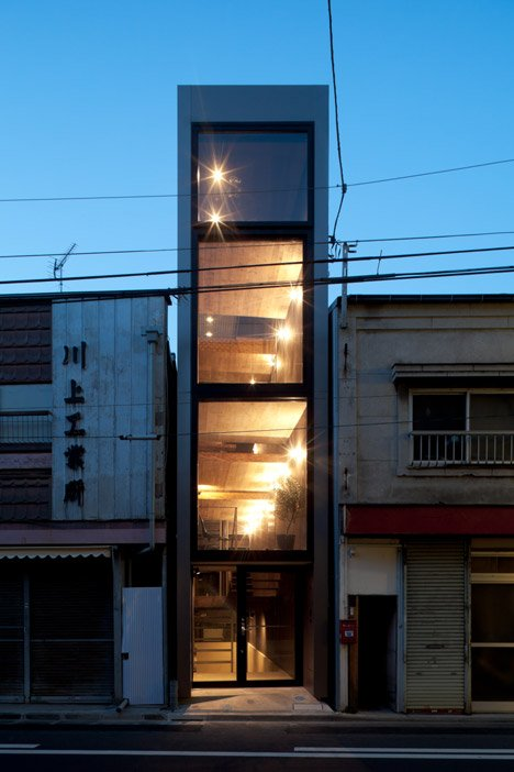 The 1.8 meter-wide house by Yuua architects