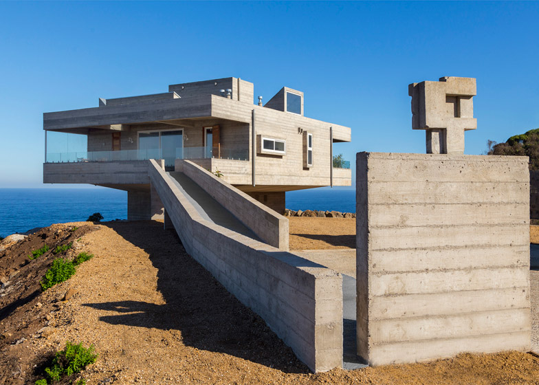 Beach house by Gubbins Arquitectos references Le Corbusier