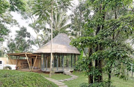 Dancing Mountain House Salatiga by Budi Pradono Architects