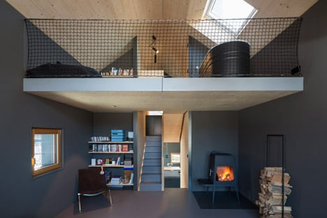 Holzhaus-am-Auerbach-by-Holiday-Architecture-winter_dezeen_468_18