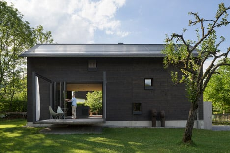 Holzhaus-am-Auerbach-by-Holiday-Architecture_dezeen_468_4