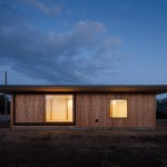 Nobuo Araki creates simple house with overhanging eaves on Japan's largest plain