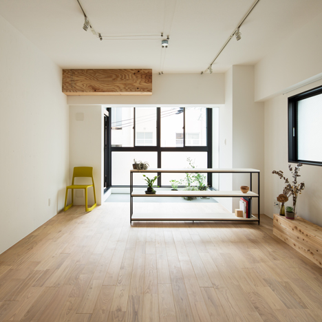 "Shimpei Oda creates ""inner balcony"" in renovated Osaka apartment"