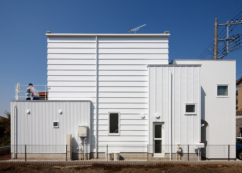 House in Tama-plaza by Takushu ARAI Architects