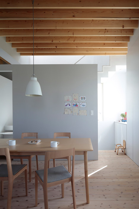 House in Tomigusuku by Rhythmdesign