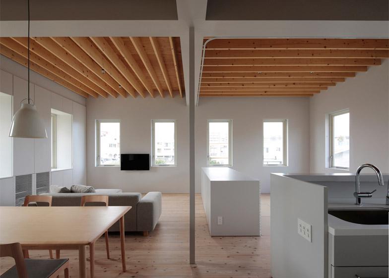 House in Tomigusuku by Rhythmdesign