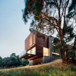 Invermay House by Moloney Architects extends out from a rural Australian hillside