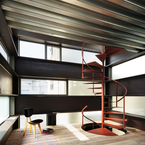 Log Rhythm house revives old Japanese building technique using steel beams instead of wood