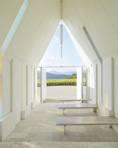 Maria-Magdalena-chapel-by-Sacher-Locicero-Architectes-photo-Paul-Ott_dezeen_468_13