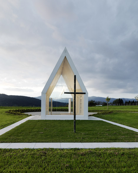 Maria-Magdalena-chapel-by-Sacher-Locicero-Architectes-photo-Paul-Ott_dezeen_468_14