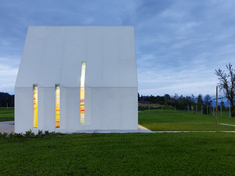 Maria-Magdalena-chapel-by-Sacher-Locicero-Architectes-photo-Paul-Ott_dezeen_468_18