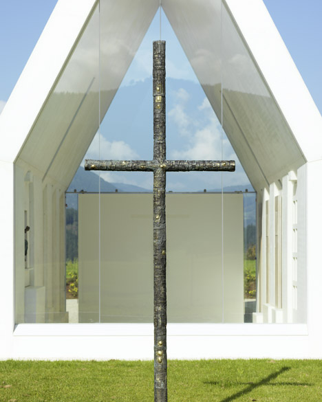 Maria-Magdalena-chapel-by-Sacher-Locicero-Architectes-photo-Paul-Ott_dezeen_468_8