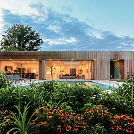 Office Mian Ye wraps a Maryland home in wood battens made of knotty cedar