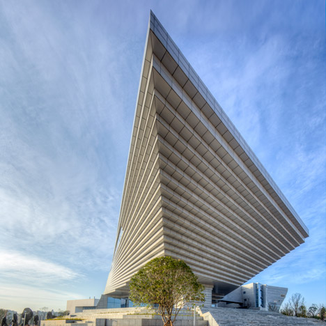 Qujing History Museum in China features a roof shaped like an upside-down staircase