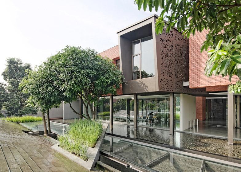 PS-26 Office by Wahana Architects
