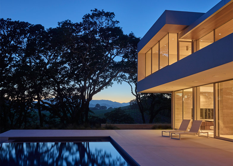 Retrospect Vineyards House by Swatt Miers