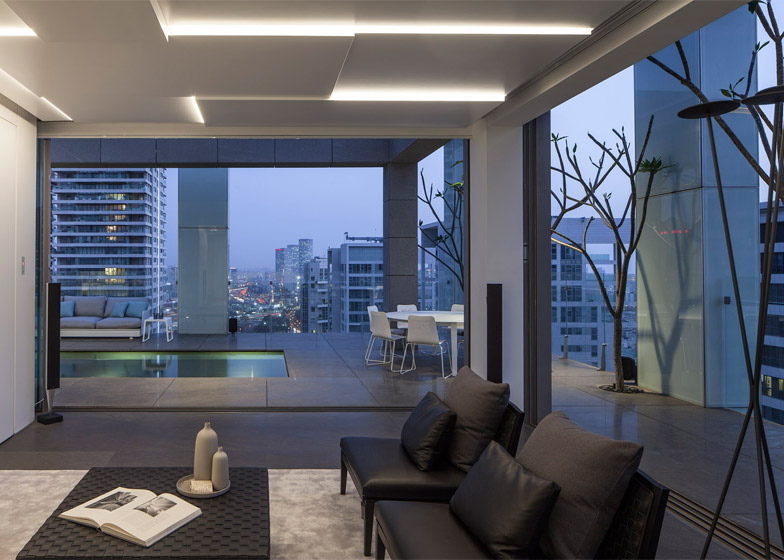 Square Compositions Penthouse by Pitsou Kedem Architects