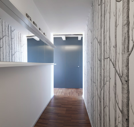 Tiny-Milan-Apartment-by-R-piuerre_dezeen_468_18