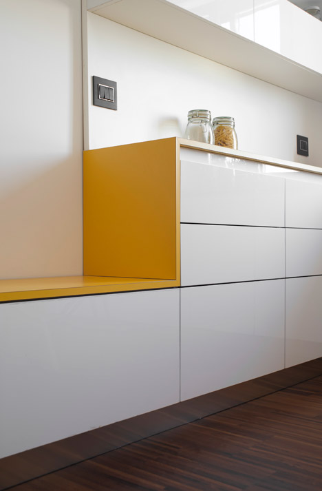 Tiny-Milan-Apartment-by-R-piuerre_dezeen_468_8