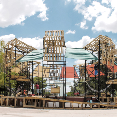 Students use scaffolding to build Urban Spa in a Mexican park
