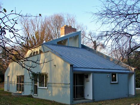 Postmodernism In Architecture Vanna Venturi House By Robert And Denise Scott Brown