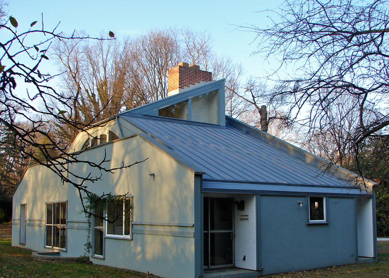 Postmodernism in architecture: Vanna Venturi House by Robert Venturi and Denise Scott Brown