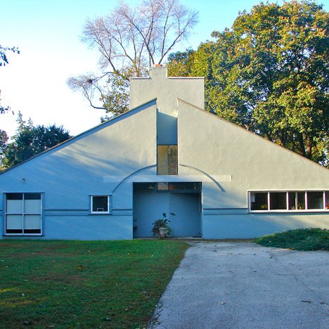 Postmodern architecture: Vanna Venturi House, Philadelphia by Robert Venturi