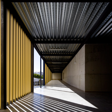 Vergilio-Ferreira-High-School-by-Atelier-Central-Arquitectos_dezeen_468_1