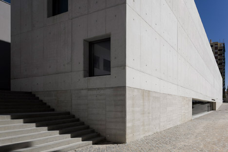Vergilio-Ferreira-High-School-by-Atelier-Central-Arquitectos_dezeen_468_10