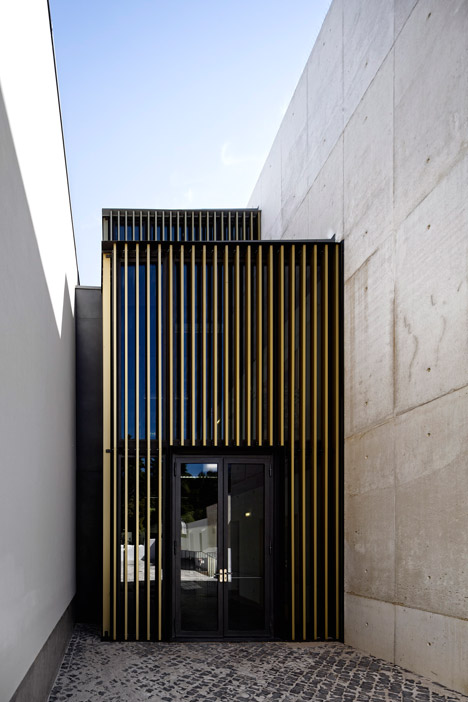Vergilio-Ferreira-High-School-by-Atelier-Central-Arquitectos_dezeen_468_11